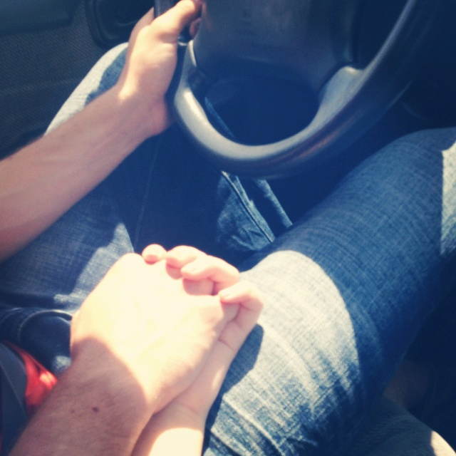 can you hold hands while driving with a manual